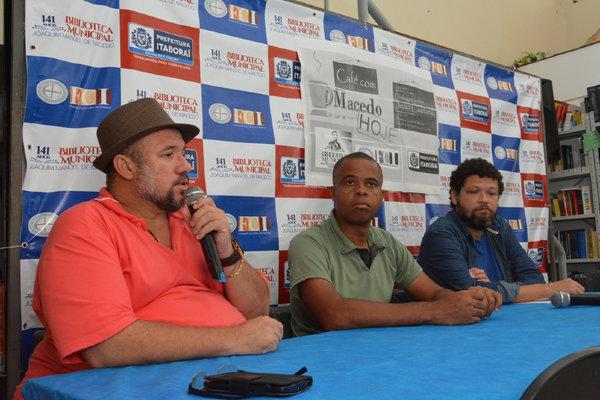 Presidente da Fundação Cultural de Itaboraí, Cláudio Rogério Dutra, fala durante o evento. Foto: Sandro Giron