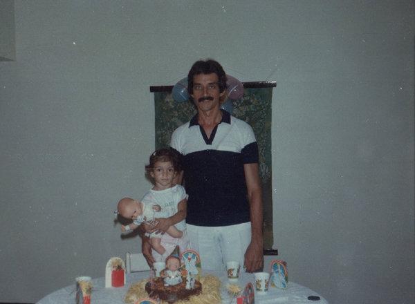 Eu e minha filha no seu aniversário