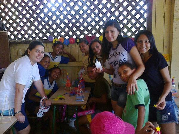 Atividade do EGESEX durante a ação de Natal do projeto Pará Leitura Vai-Quem-Quer, realizado na comunidade do poção, escola anexo Pedra branca, ilha de Cotijuba-PA