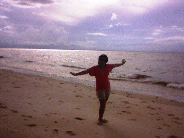 Praia do Vai-Quem-Quer, ilha de Cotijuba-PA. Uma das poucas praias de rio com ondas de até 2m.