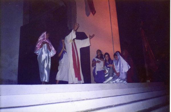 """Cena de """"A Voz que Clama no Deserto"""", de 1999, na apresentação na escadaria da Igreja de São João, em Itaboraí."""