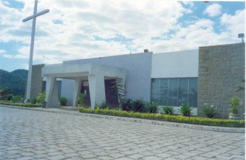 Um exemplar de arquitetura moderna, a Igreja Católica é um destaque entre as construções de Tanguá.
