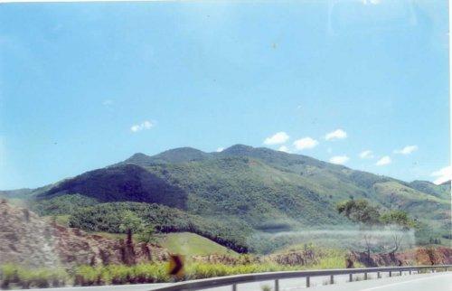Quase saindo de Tanguá, uma visão da Serra do Sambê, no limite com a cidade vizinha, Rio Bonito.
