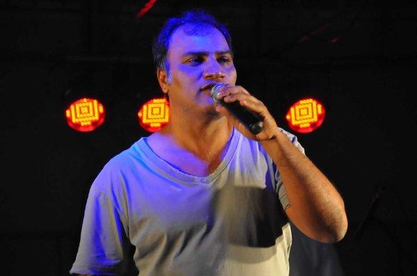 O produtor Sérgio Espírito Santo, sempre abrindo espaço para os poetas nos eventos que realiza