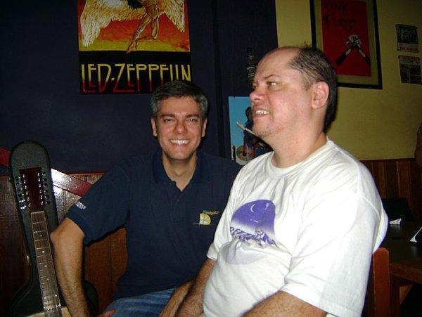 Os irmãos João Paulo - engenheiro hoje radicado na Áustria - e Ayrton Jr, na época baterista do Mustang 65.