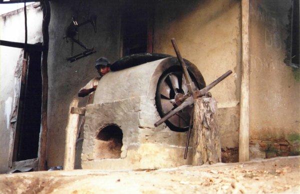 Um antigo moinho de farinha, no bairro de Tomascar, em foto do início dos anos 90, de Marlus Suhet.