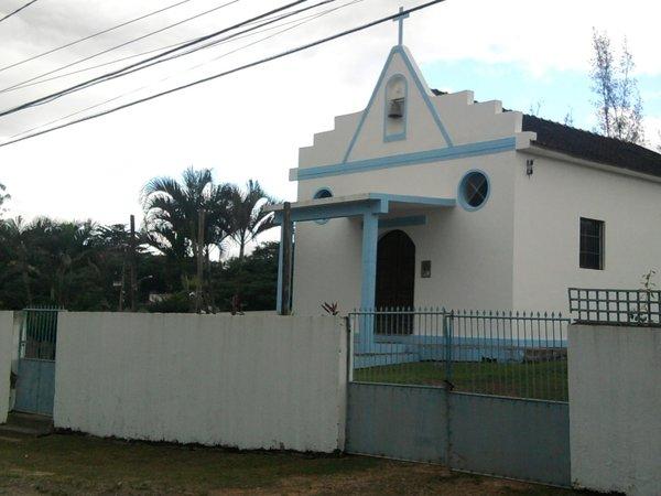 Tradicional capela de Nossa Senhora de Fátima, em Duques, Tanguá - às margens da BR 101.