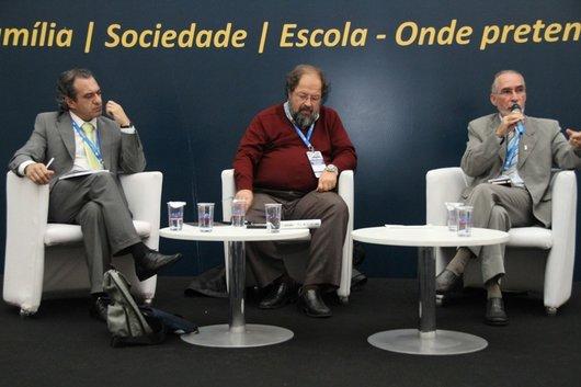 Mesa de Debates com Celso Vasconcelos (São Pauto), Dr. Jorge Adelino Costa (Aveiro-Portugal) e Maurício Apolinário (Brasília).